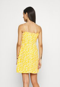 Glamorous - CARE PRINTED MINI DRESS WITH SHOULDER TIE DETAIL - Kjole - yellow - 2