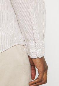 Selected Homme - SLHREGNEW SHIRT - Skjorta - dried herb - 5