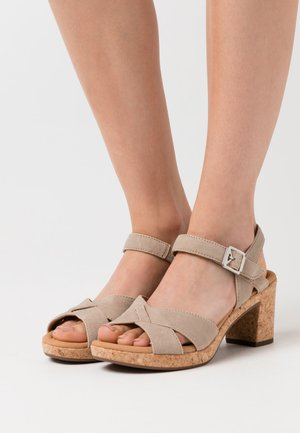 Sandály na platformě - desert