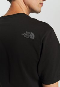 The North Face - EASY TEE - Printtipaita - black - 8
