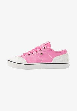 Sneakers laag - neon pink