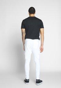 Only & Sons - ONSWF KENDRICK - Pantaloni sportivi - white - 2
