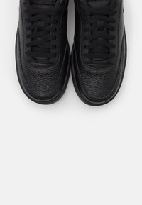 Nike Sportswear - COURT VINTAGE PRM - Trainers - black - 5