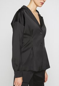 Holzweiler - RIOT - Short coat - black - 6