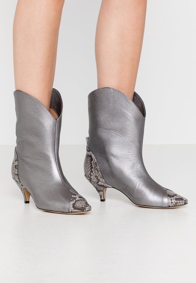 LIKE A DREAM - Cowboy/biker ankle boot - silver
