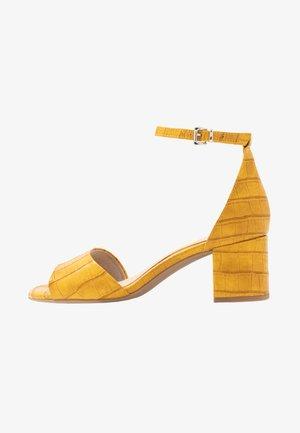 Sandały - saffron