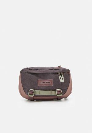 HOT LAPS 2L - Bum bag - sparrow