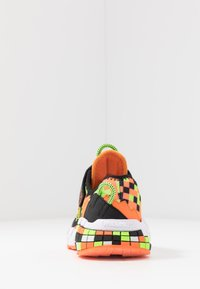 Skechers - MEGA-CRAFT - Tenisky - black/orange/lime - 3