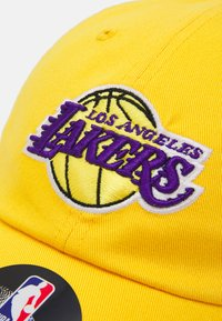 Outerstuff - NBA LA LAKERS TEAM SLOUCH ADJUSTABLE UNISEX - Klubové oblečení - bright yellow - 3