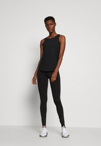 ONLY PLAY Tall - ONPPERFORMANCE TRAINING TIGHTS - Leggings - Trousers - black/red - 1