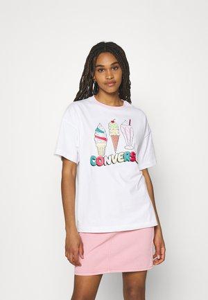 ICECREAM OVERSIZED TEE - Print T-shirt - white