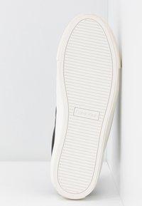 Calvin Klein - VANCE - Sneakersy niskie - black/brown - 6