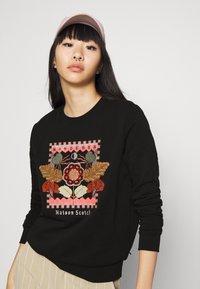 Scotch & Soda - CREWNECK EMBROIDERED ARTWORK - Sweater - black - 3