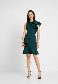 True Violet - TRUE VIOLET ONE SHOULDER PEPLUM BODYCON DRESS - Cocktail dress / Party dress - emerald - 2