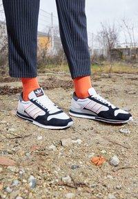 adidas Originals - ZX 500 UNISEX - Matalavartiset tennarit - footwear white/grey/core black - 2