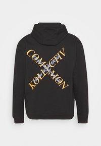Common Kollectiv - SLASH HOOD UNISEX - Sweatshirt - washed black - 7