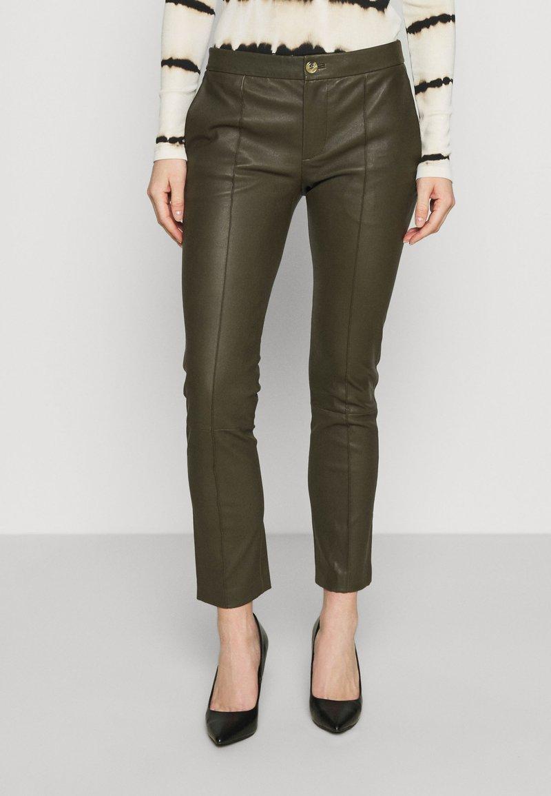 DAY Birger et Mikkelsen - DOGUNA - Leather trousers - deep