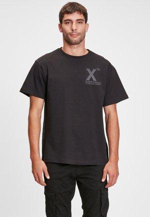 CHAINUS - Print T-shirt - black