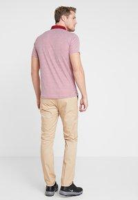 Cross Sportswear - SLENDER - Chinosy - deep birch - 2