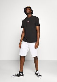 Tommy Jeans - SMALL CENTERED LOGO TEE - Print T-shirt - black - 1