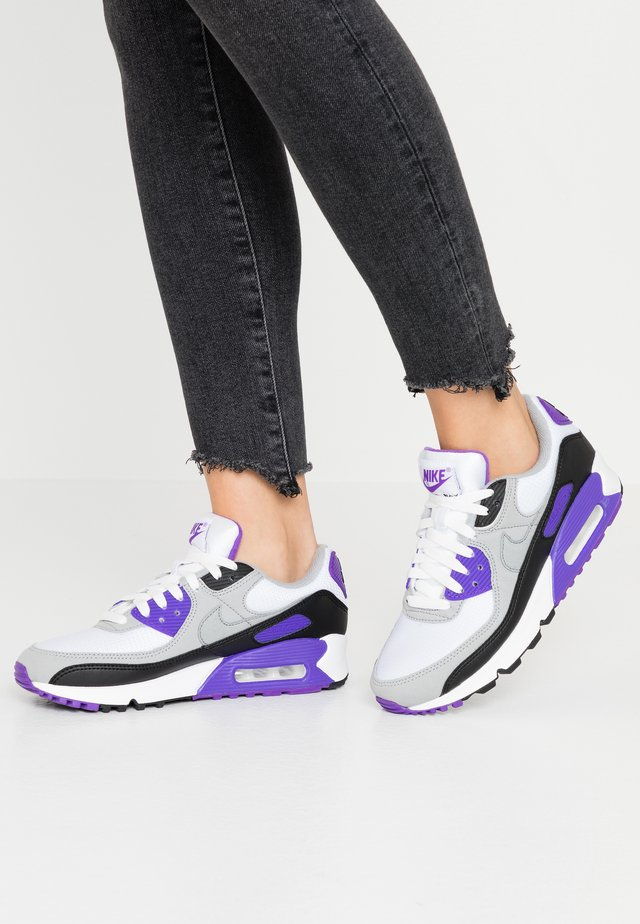 AIR MAX 90 - Matalavartiset tennarit - white/particle grey/hyper grape/black/light smoke grey