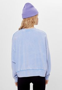 Bershka - MIT PRINT UND STICKEREI  - Sweatshirts - light blue - 2