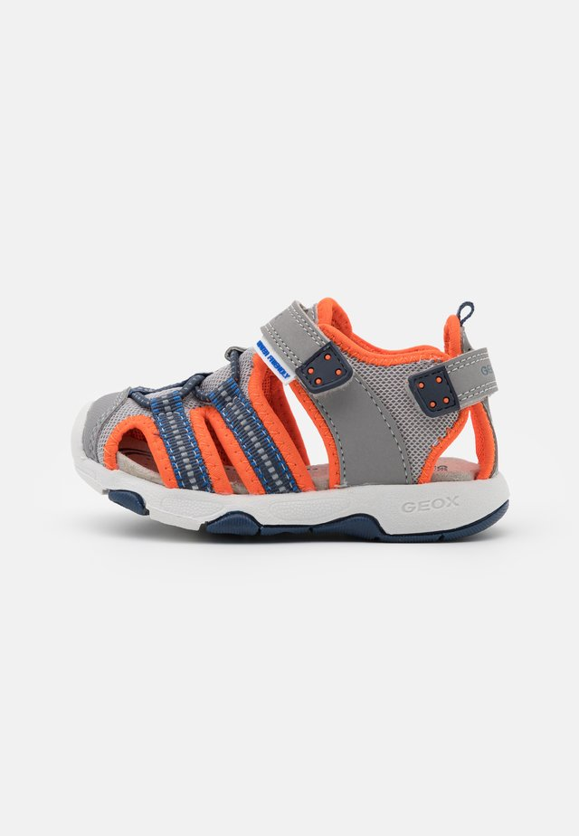 MULTY BOY - Sandali - grey/fluo orange