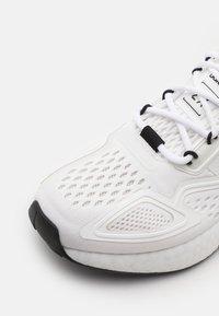 adidas Originals - ZX 2K BOOST UNISEX - Trainers - footwear white/core black - 5