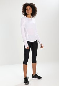 Under Armour - FLY FAST CAPRI - 3/4 sports trousers - black - 1