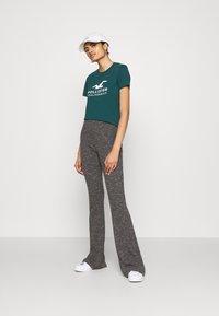 Hollister Co. - T-shirts med print - green - 1