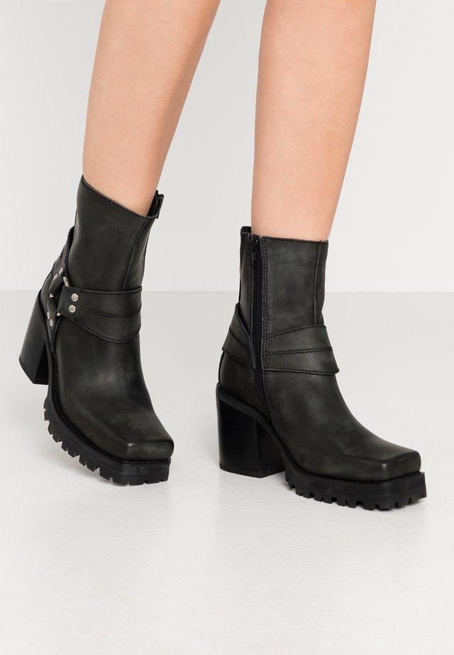 BENTON - Kovbojské/motorkářské boty - black