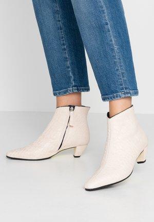 OPRAH - Ankle boots - texas silicio