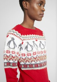 Dorothy Perkins Tall - FAIRISLE TINSLE PENGUIIN - Jumper - red - 4