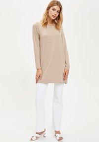 DeFacto - Maglietta a manica lunga - beige - 1