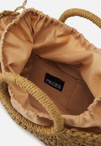 Pieces - PCLUNAC - Handbag - nature - 2