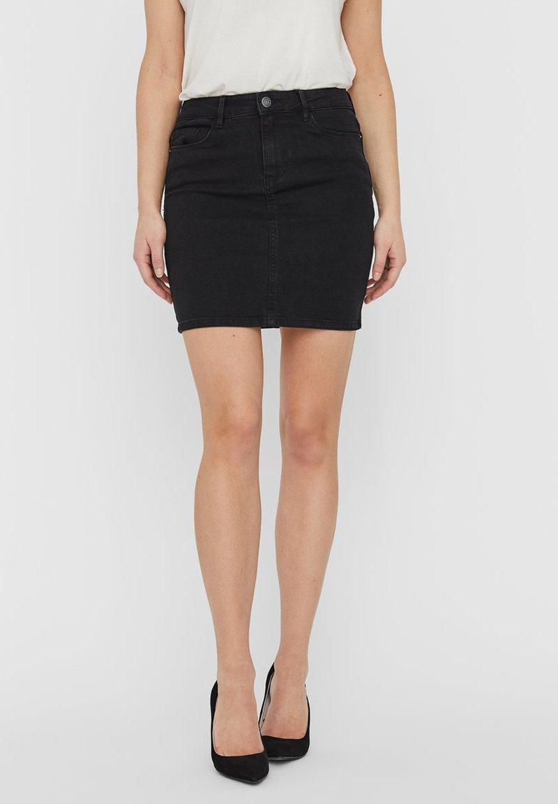 Vero Moda - VMHOT SEVEN SKIRT - Denimová sukně - black