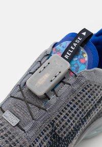 Nike Sportswear - AIR VAPORMAX 2020 FK - Trainers - particle grey/dark obsidian/racer blue - 5