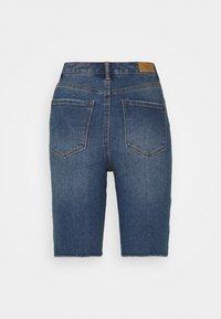 Vero Moda Petite - VMLOA FAITH - Denim shorts - medium blue denim - 1
