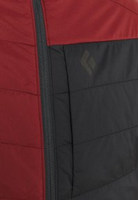 Black Diamond - FIRST LIGHT STRETCH HOODY - Zimní bunda - dark crimson/black - 2