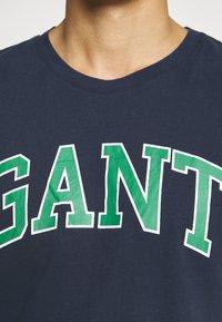 GANT - CREW NECK LOGO PRINT - Pyžamový top - marine - 4