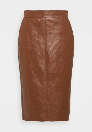 BARBIAN - Pouzdrová sukně - cuoio