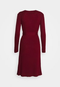 Dorothy Perkins - WRAP DRESS - Strickkleid - burgundy - 1
