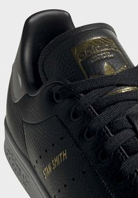adidas Originals - STAN SMITH SHOES - Sneakersy niskie - black - 7