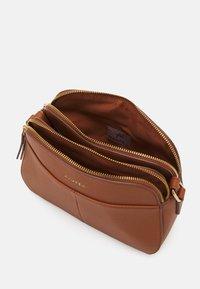 Anna Field - Across body bag - cognac - 2