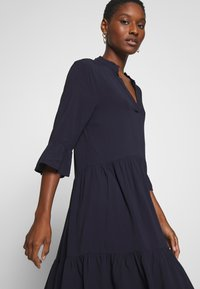 Saint Tropez - EDASZ SOLID DRESS - Hverdagskjoler - blue deep - 3