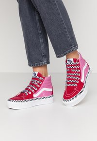 Vans - SK8 PLATFORM  - Sneakers hoog - chili pepper/fuchsia pink - 0