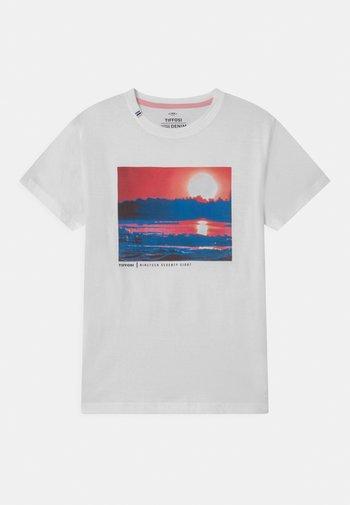 LIBANO - Print T-shirt - white