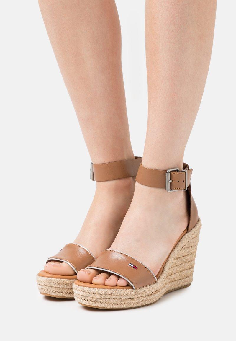 Tommy Jeans - ESSENTIAL WEDGE - Platform sandals - summer cognac