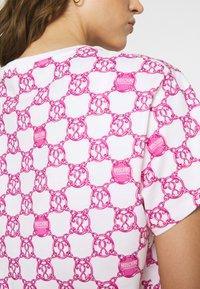 Moschino Underwear - MAXI - Pyjamasoverdel - fuxia fantasy - 5