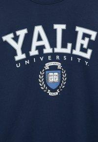 "PULL&BEAR - ""YALE"" IM COLLEGE-STIL - Bluza - dark blue - 5"